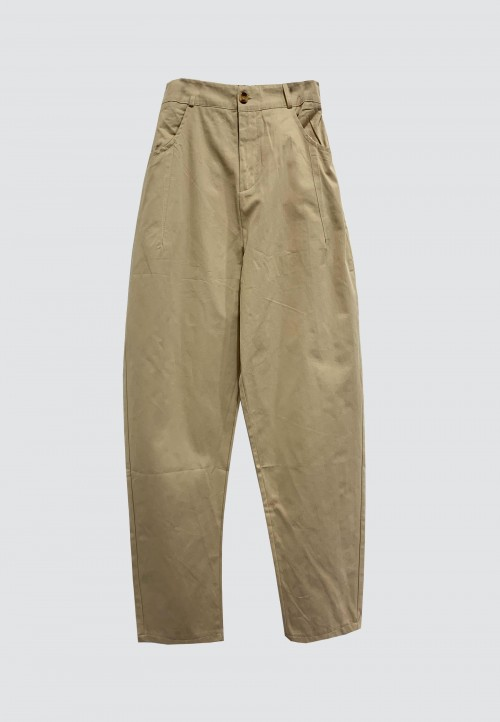 BUTTON TAPPERED PANTS IN LIGHT BROWN