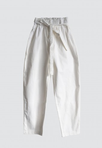 BUTTON WAIST RUFFLE TAPPERED PANTS IN WHITE 2