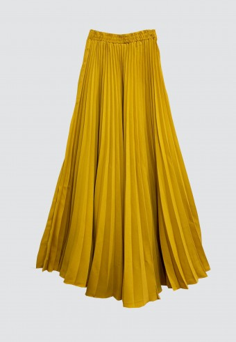 CREPE PLEATED SKIRT IN MUSTARD