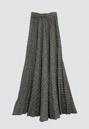 CHECKERED PLEATED SKIRT IN BLACK & WHITE
