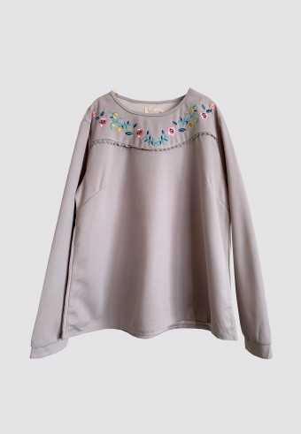 EMBROIDERY CUTE TOP IN GREY