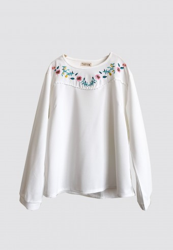 EMBROIDERY CUTE TOP IN WHITE