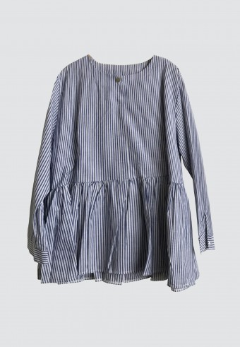 HEMMED RUFFLE STRIPE TOP IN DARK BLUE & WHITE