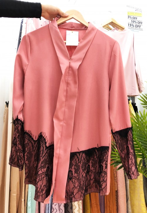KEBARUNG TOP WITH BLACK LACE IN ASAM PEDAS PEACH